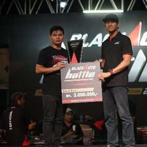 Yaris Customized Raih King of Black BAB 2017 Surabaya