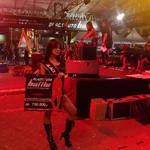 Tampilkan Performa Aduhai - Adel Rebut Tahta BlackAuto Angels 2017 Surabaya