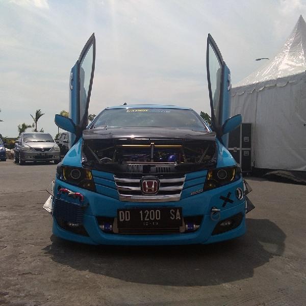Komunitas Cyber Speed Turunkan 7 Mobil Kontesnya di BlackAuto Battle Makassar