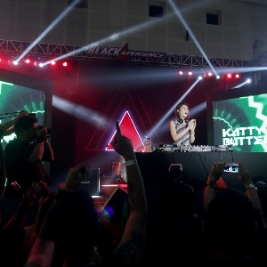 DJ Katty Butterfly Meriahkan Final BlackAuto Battle Surabaya 2016