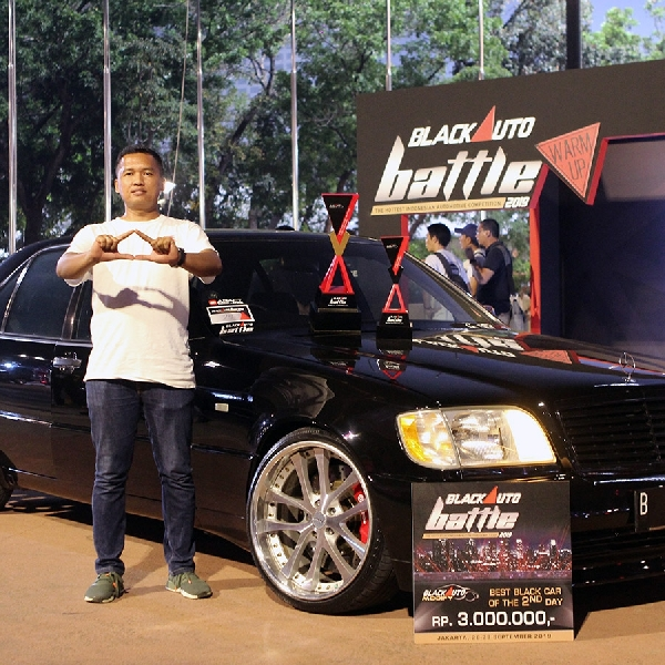 Mercedes W140 Dinobatkan Sebagai Best Black Car of the Day