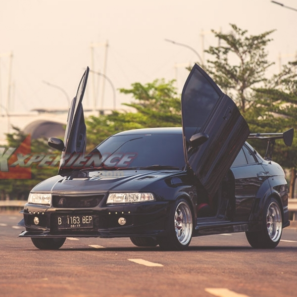 Modifikasi Mitsubishi Lancer 2000: Cyber Evolution Racing