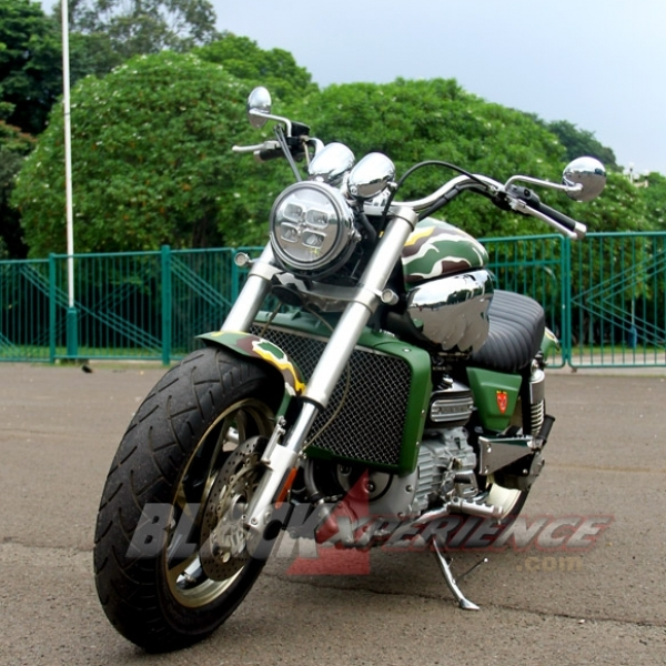 Modifikasi Minimalis Triumph Rocket