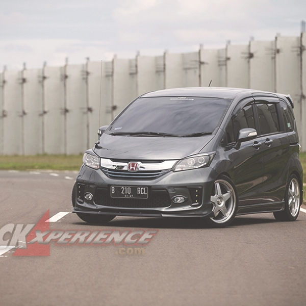 Modifikasi Honda Freed 2012 - Kental Aura Sporty nan Elegan