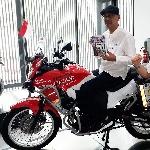 Stephen Langitan Tuangkan Perjalanan Turing Jakarta - London Dalam Sebuah Buku