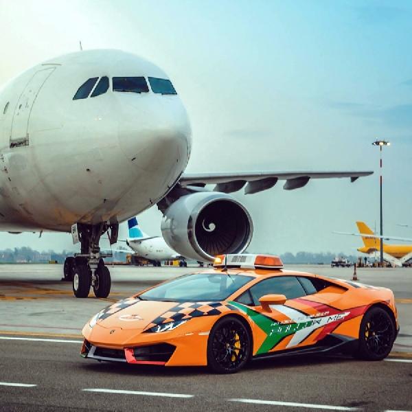 Lagi, Lamborghini Jadi Pemandu Pesawat Di Bandara