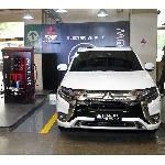 Ngecharge Mobil Listrik Mitsubishi Cukup 25 Menit Saja Di Mall Plaza Senayan