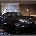 BMW 320i Sport Terbaru Sekarang Bisa Parkir Sendiri