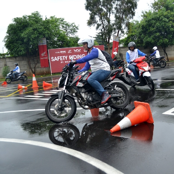 Wahana Honda Edukasi Konsumen Dengan Safety Riding
