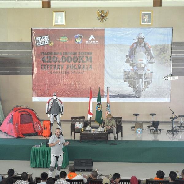 Jeffrey Polnaja Kampanyekan Semangat Jiwa Muda di Makassar