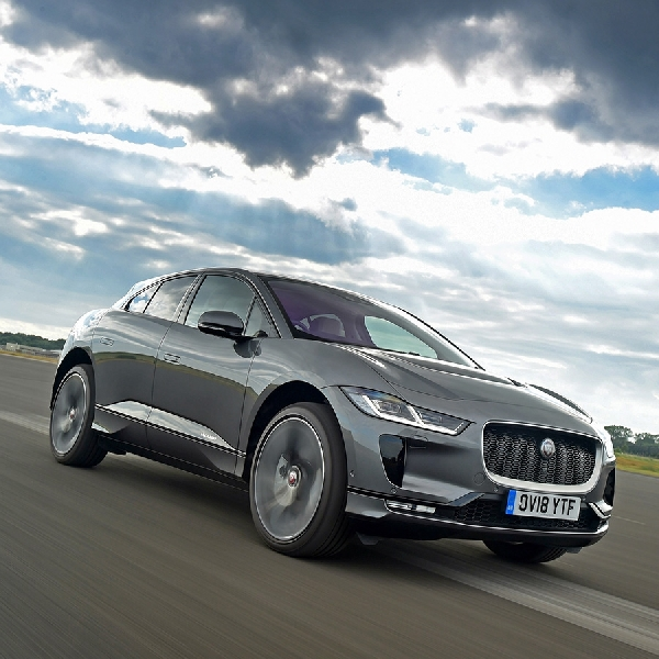 Jaguar I-PACE Sabet Piala Golden Steering Wheel