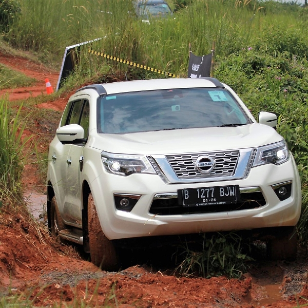 Nissan Uji Kemampuan All New Nissan Terra Di Jalanan Indonesia