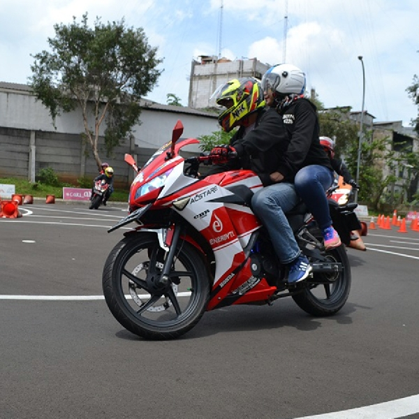 Wahana Honda Gelar Safety Riding Bertema Valentine