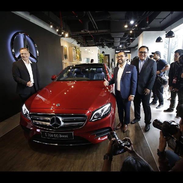 Mercedes Luncurkan The new E 350 EQ Boost dan Charging Station Kedua