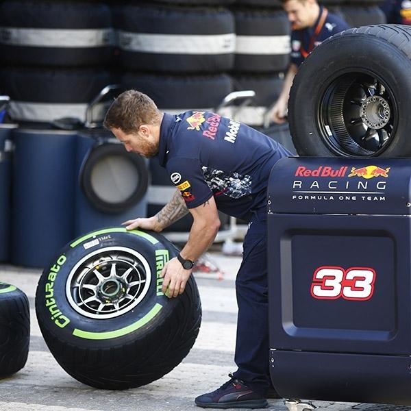F1: Pirelli Yakin Tidak Ada Perang Ban Lagi