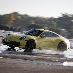 Teknologi Wet Mode Porsche 911 Terbaru Kurangi Resiko Aquaplaning