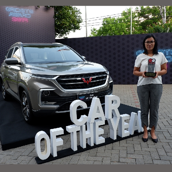 Wuling Almaz Raih Gelar Car of The Year 2019