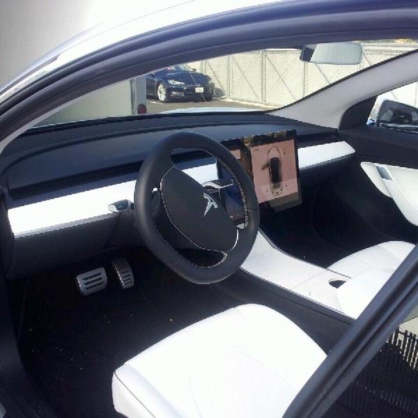 Baru, Tesla Model 3 dengan Interior Putih