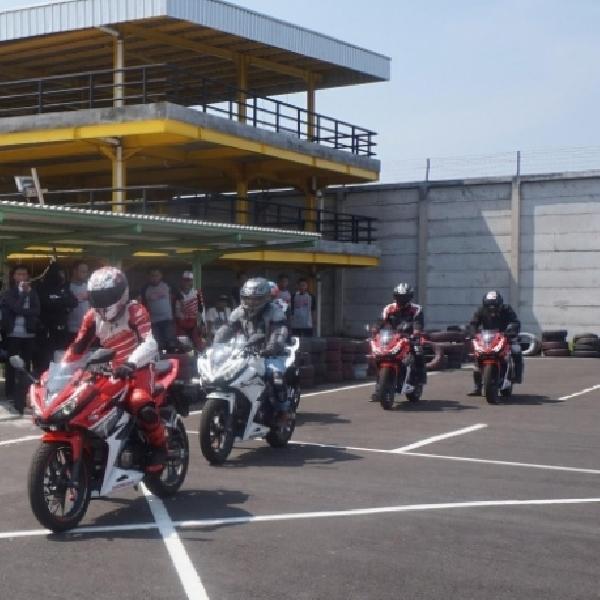 Ribuan Bikers Ikut All New Honda CBR150R Track Day