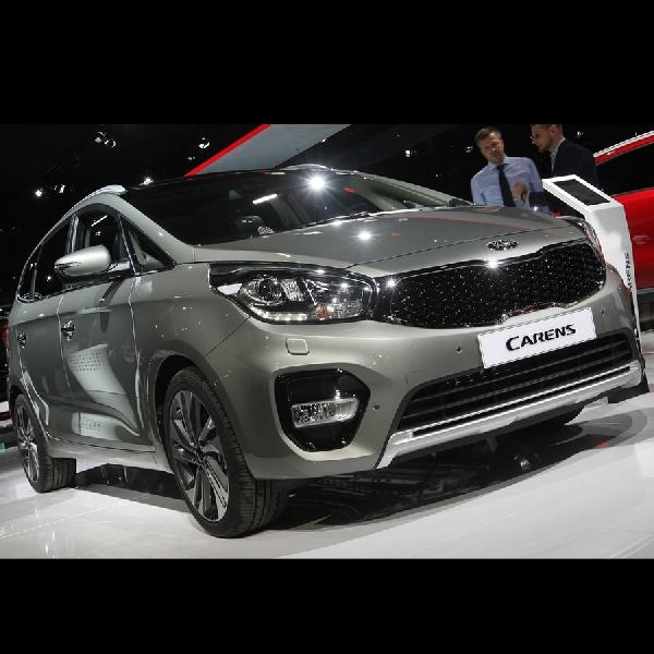 KIA Carens Facelift Tampil di Paris Motor Show
