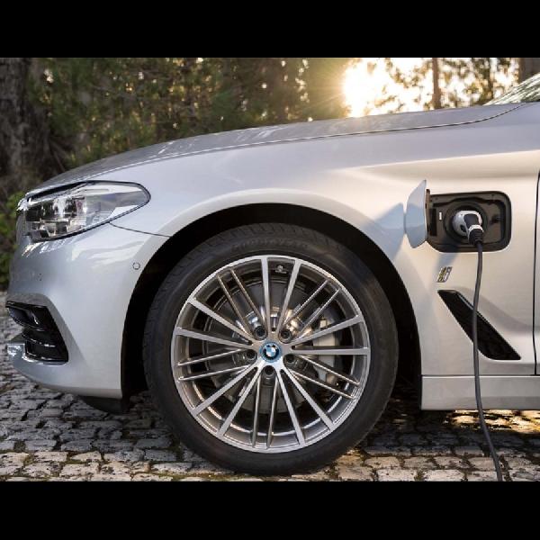BMW Group Mulai Pangkas 50% Produksi Mobil Dengan Pembakaran Internal