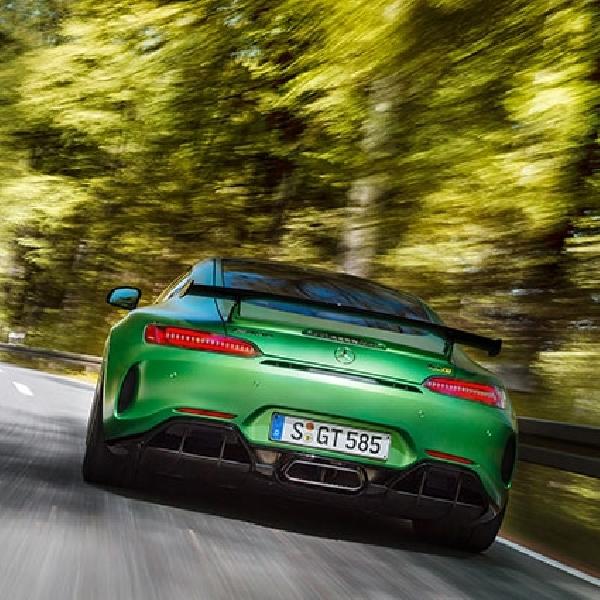 Mercedes-AMG GT R 2018 Melibas Jalanan Green Hell