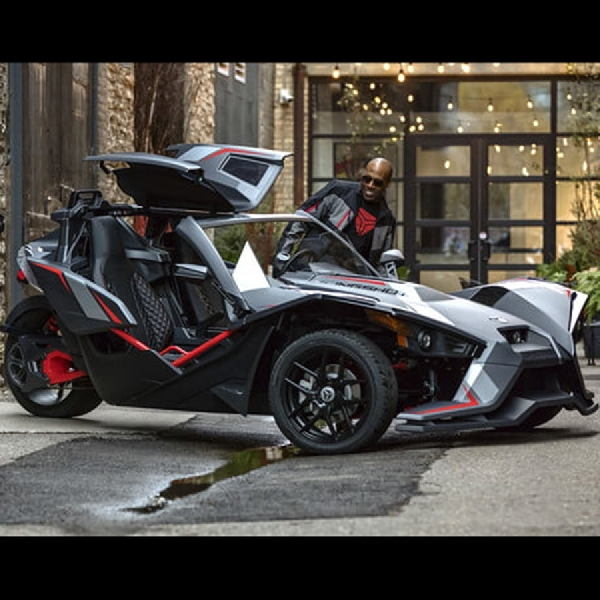 Slingshot Grand Touring LE, Aggressive Three Wheel Vehicel