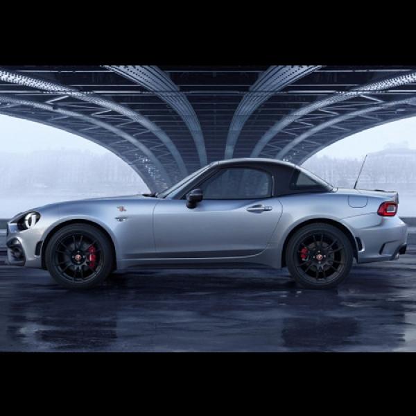 Fiat Abarth 124 GT Debut dengan Atap Berbahan Carbon Fiber