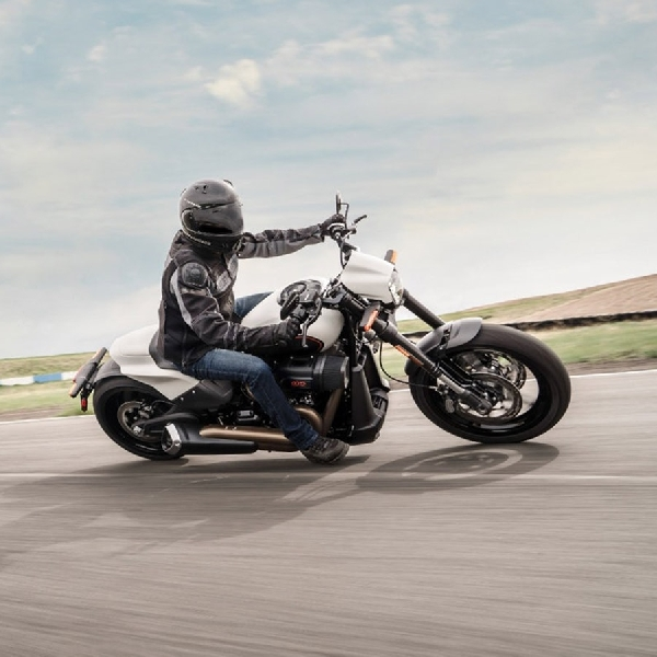 New FXDR 114 2019, Sosok Cruiser Ringan HD   Dipersiapkan untuk RaceTrack