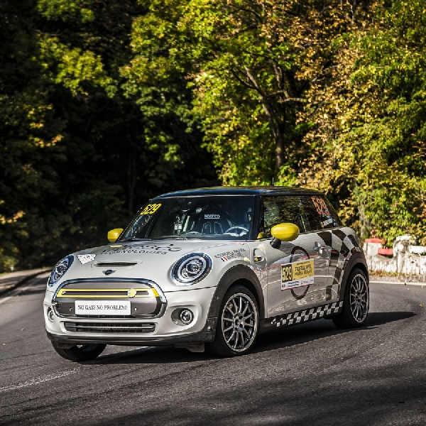 MINI Cooper SE Electric Hatchback, Debut di Lintasan Rally