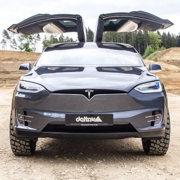 Tesla Model X Jadi Off-Road, Kenapa Tidak?