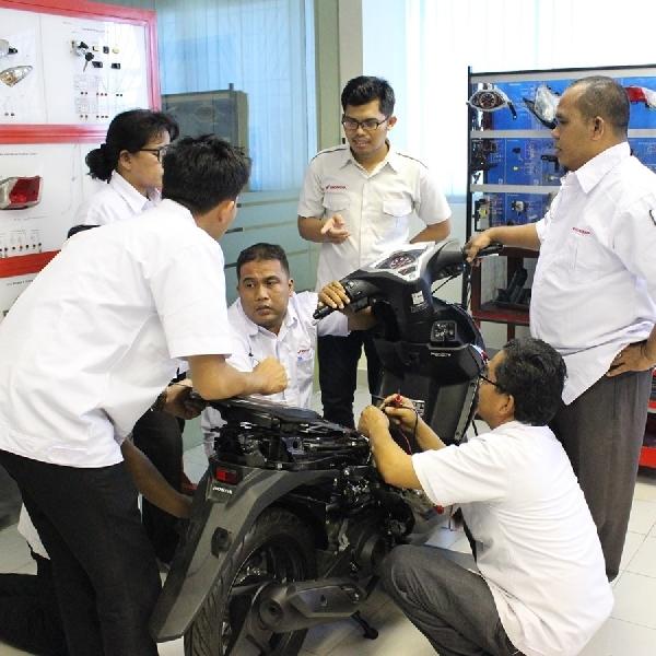 AHM Lakukan Sertifikasi Kompetensi Guru SMK