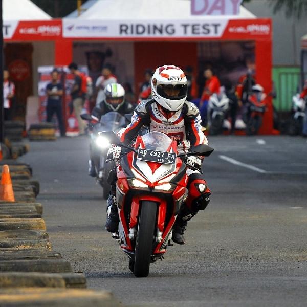 Unjuk Nyali di Lintasan Balap dengan Honda CBR