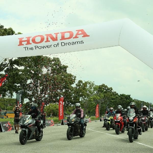 22 Bikers Indonesia Jelajah Malaysia dengan Big Bike Honda