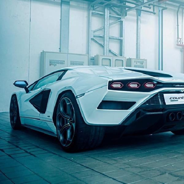 Lamborghini Masih Berkomitmen Untuk Mesin V12