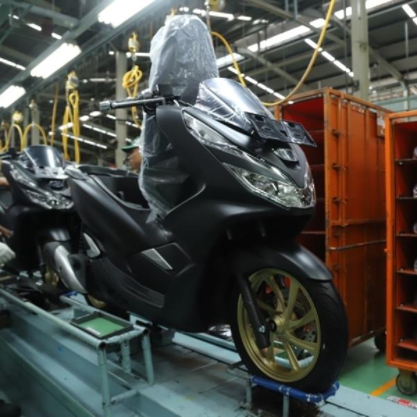 Honda Rilis PCX dengan Dua Warna Baru,