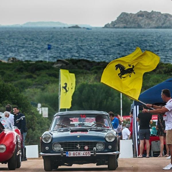 Cavalcade Classiche Diramaikan oleh Puluhan Ferrari Klasik