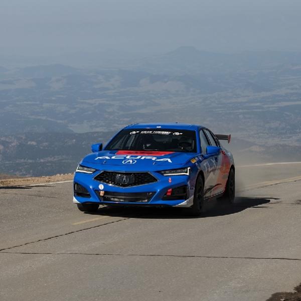 Acura NSX Pecahkan Rekor Mobil Produksi New Hybrid Di Pikes Peak