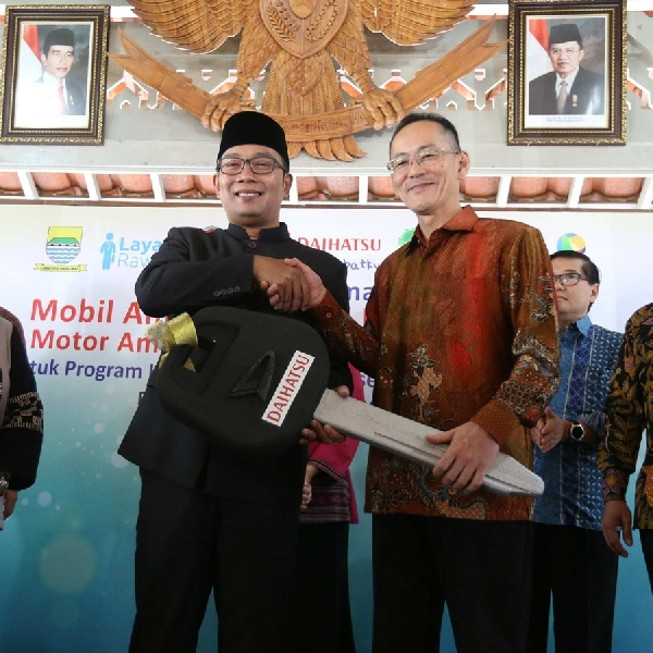Daihatsu Sumbang Ambulan Ke Pemkot Bandung