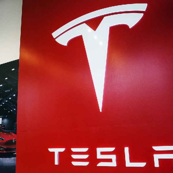 Eksekutif Tesla Kembali Mengundurkan Diri