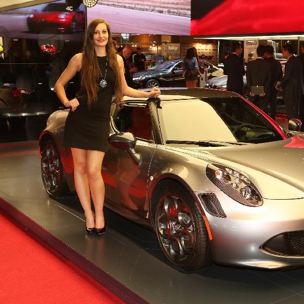 Yaah, SPG Wanita Mulai Dikurangi di Pameran Mobil