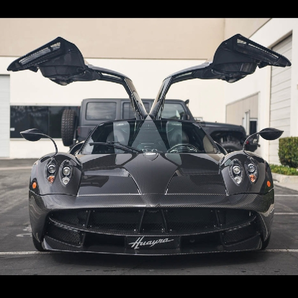 Pagani Huayra All- Carbon Dijual di California