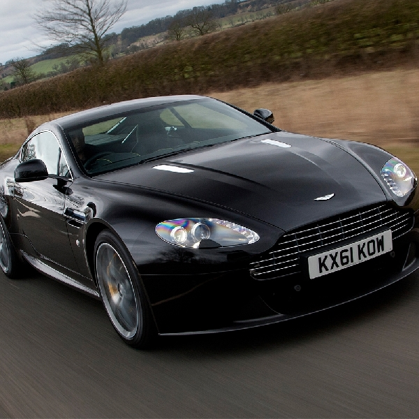 Masalah Transmisi - Aston Martin Recall Ribuan Vantage