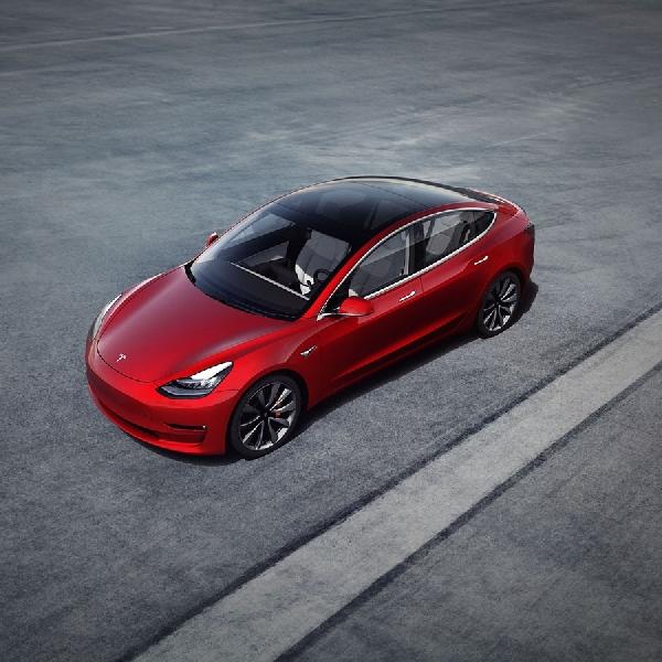 CEO Tesla Bocorkan Autopilot Full Self Driving Segera Tiba