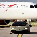 Bandara Bologna 'Pekerjakan' Lamborghini Huracan Evo Terbaru Sebagai Mobil Pemandu Pesawat