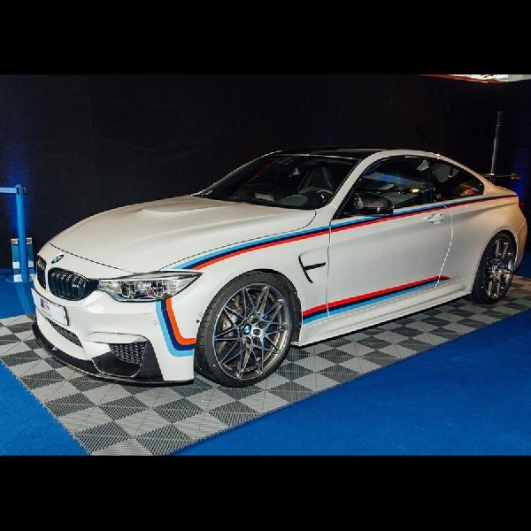 Beli BMW M4 Berhadiah Jam dan Motor S1000 RR