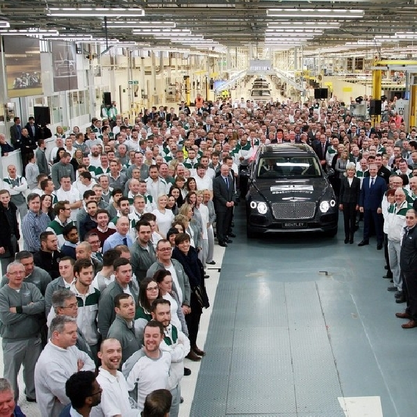 Bentley Rayakan Unit Pertama SUV Bentayga