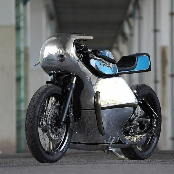 Triumph Bonneville Bobber Custom Berlapis Logam Biru Metalik