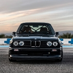 Redux Restorasi BMW E30 Basis Performance Pukul 392 HP