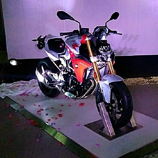 BMW F900R Meluncur, Naked Bike Roadster nan Sarat Fitur Canggih